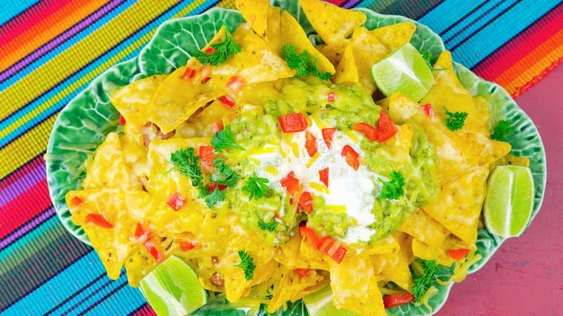 Cinco de Mayo przyjęcia stół z nachos jedzenia półmiskiem fotografia royalty free