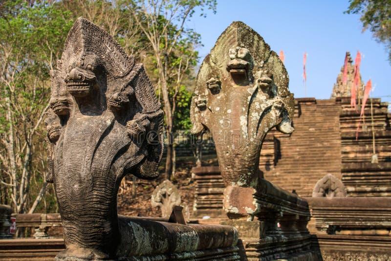 Cinco dirigiram serpentes do templo do degrau de Phanom em torno de Nang Rong, Buriram, Tailândia imagens de stock