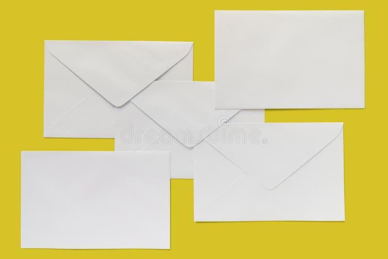 Cinco envelopes da letra fotos de stock royalty free