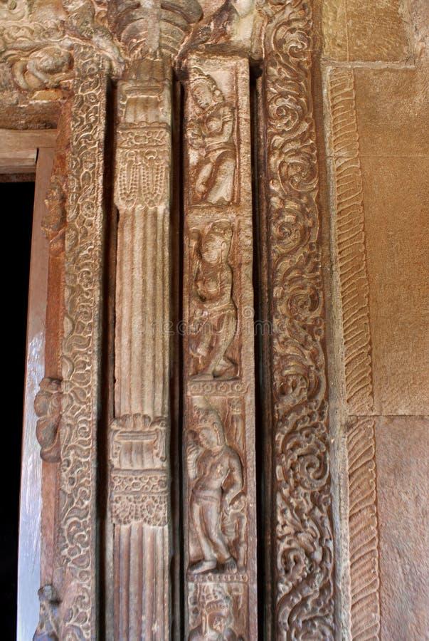 Cinco estilos diferentes da cinzeladura em torno da porta de entrada do griha do garbh, quadro de porta do falso, templo de Durga imagens de stock royalty free
