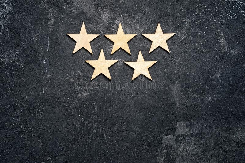 Cinco estrellas de madera foto de archivo