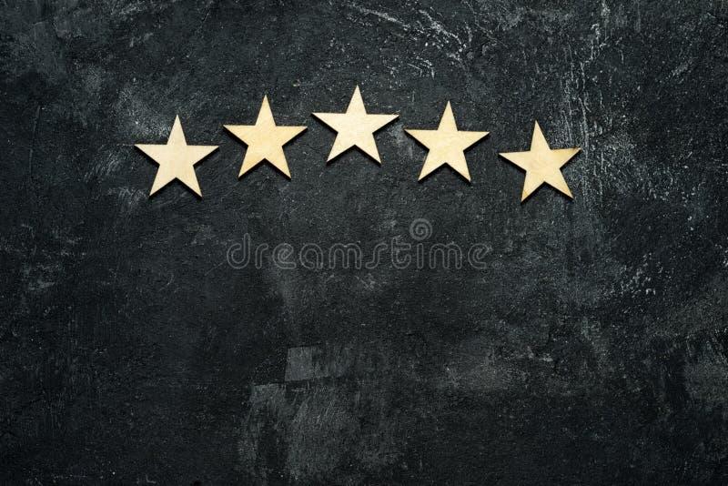 Cinco estrellas de madera fotos de archivo