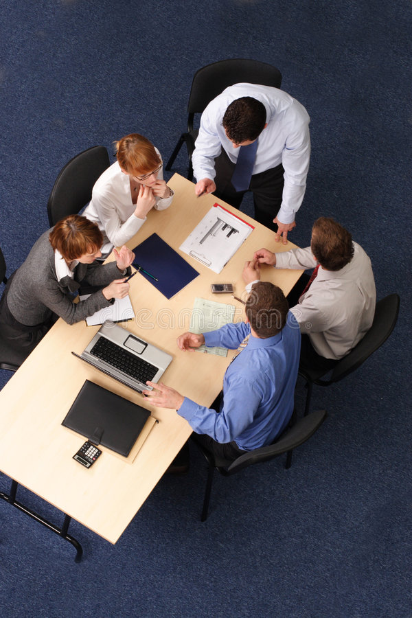 Cinco executivos do encontro imagens de stock royalty free