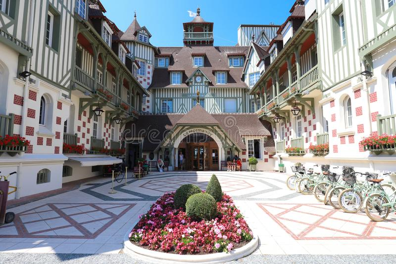 Cinco famosos star o hotel - hotel do Le Normandy Uma arquitetura tradicional da construção Departamento de Deauville, Calvados foto de stock royalty free