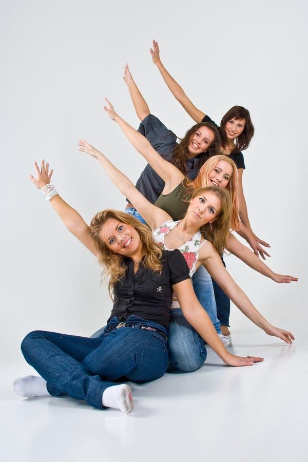 Cinco mulheres alegres fotografia de stock