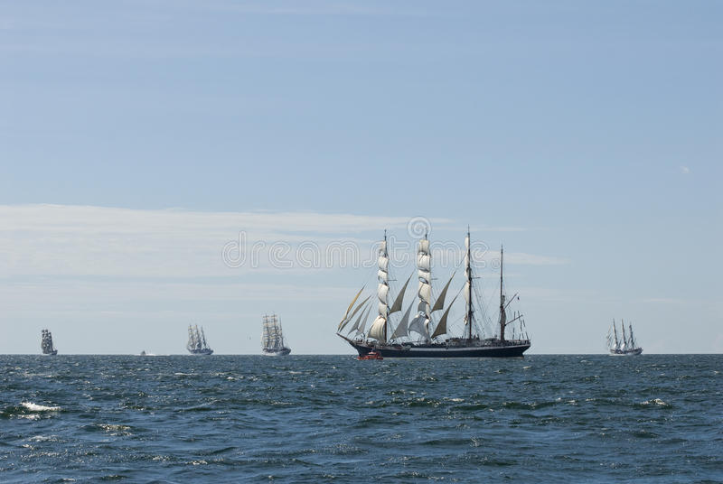 Cinco naves altas y horizonte fotos de archivo libres de regalías
