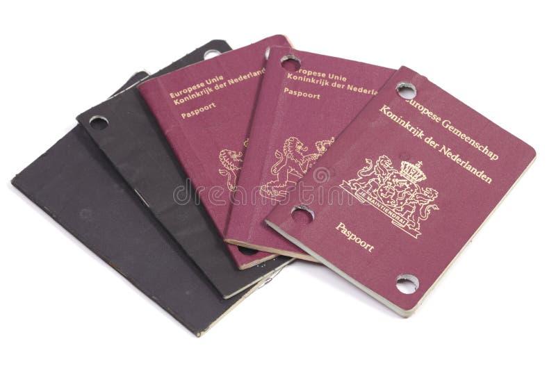 Cinco obsoletos e passaportes europeus marcados fotos de stock royalty free