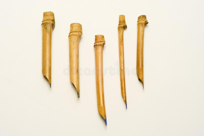 Cinco penas hand-made da caligrafia imagens de stock