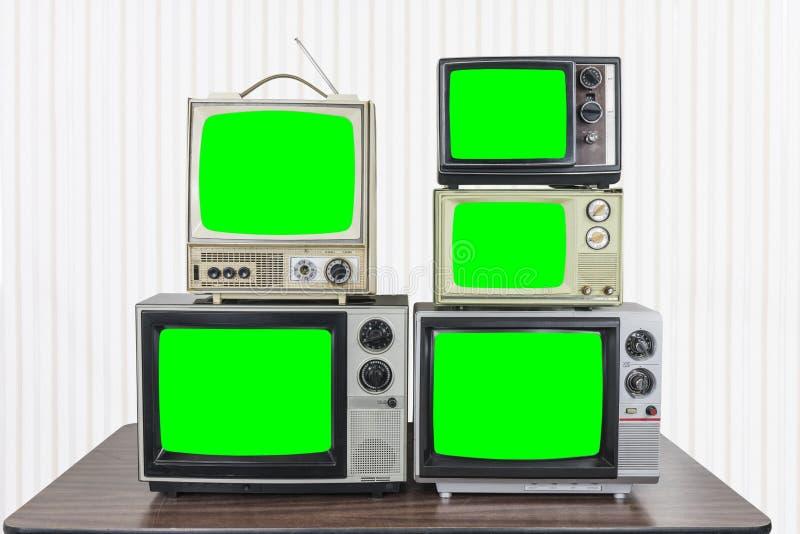 Cinco televisões do vintage com as telas verdes chaves do croma fotografia de stock royalty free