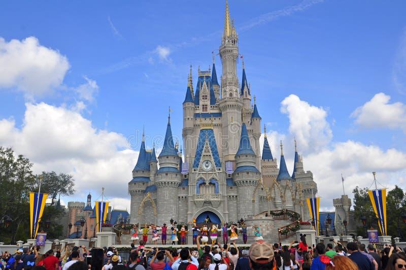 Cinderella Castle en el parque mágico del reino, Walt Disney World Resort Orlando, la Florida, los E.E.U.U. fotos de archivo