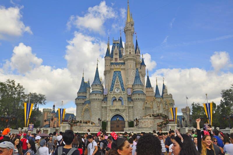 Cinderella Castle en el parque mágico del reino, Walt Disney World Resort Orlando, la Florida, los E.E.U.U. foto de archivo