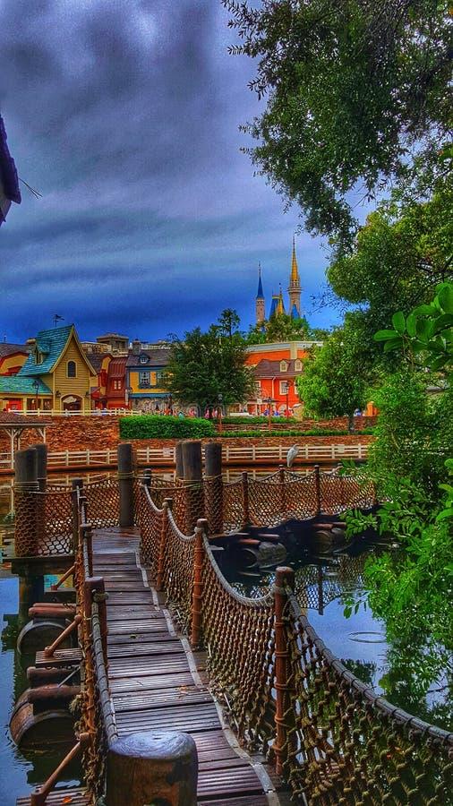 Cinderella Castle från Tom Sawyer Island på det magiska kungariket arkivfoton