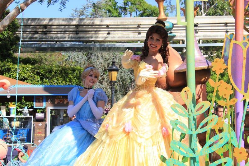 Cinderella och prinsessa Belle på Disneyland arkivfoto
