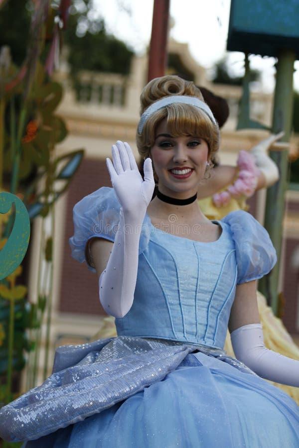 Cinderella Waves na parada de Disneylândia fotos de stock royalty free