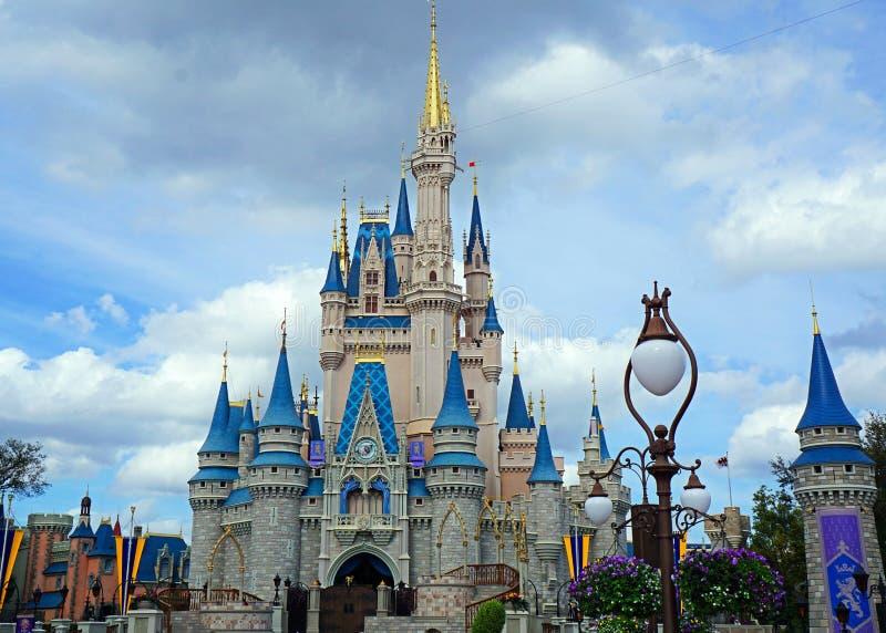Cinderellas slott på Disney World i Orlando, Florida arkivfoton