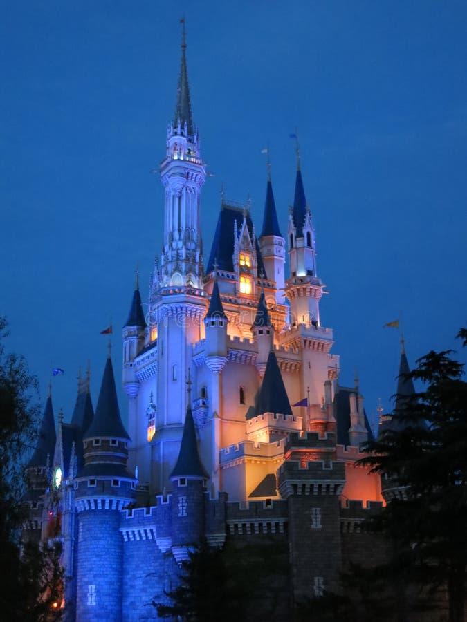 Cinderellas slott på natten arkivbilder