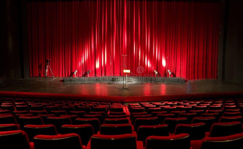 Cine - interior rojo del teatro foto de archivo libre de regalías