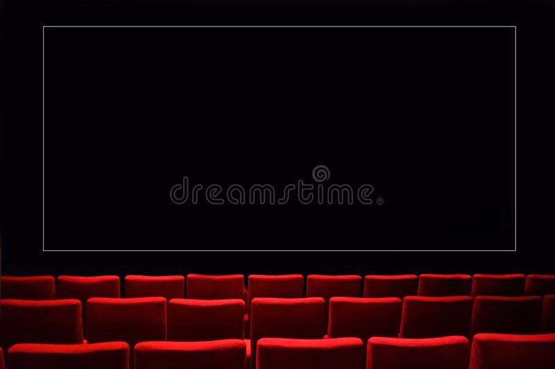 Cine oscuro vacío del auditorio del teatro imagen de archivo libre de regalías