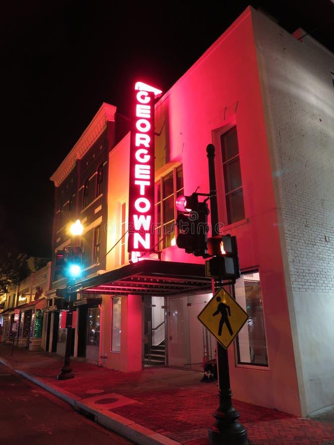 Cine solo de Georgetown en la noche imagenes de archivo
