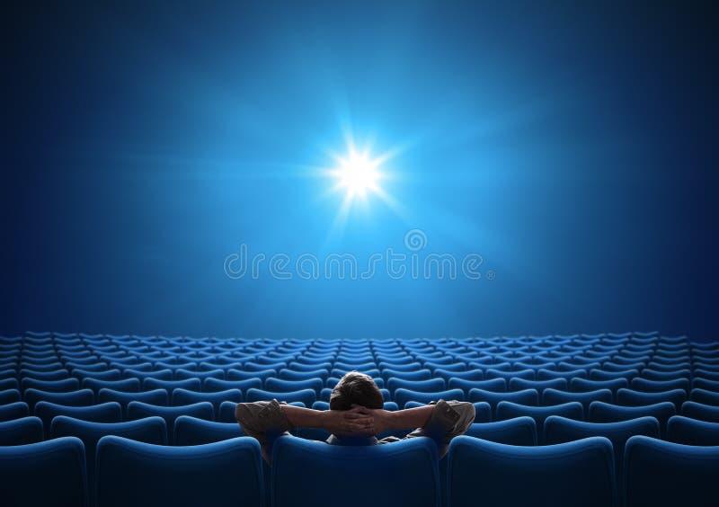 Cinema azul vazio com VIP no centro e olhando em tela brilhante Mídia mista fotos de stock royalty free
