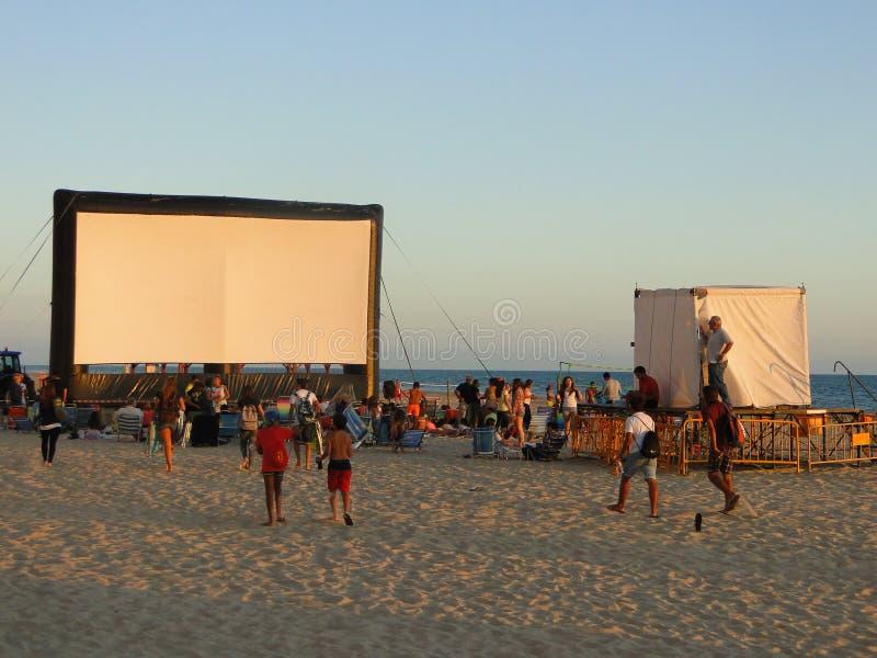 Cinema do verão na praia imagens de stock