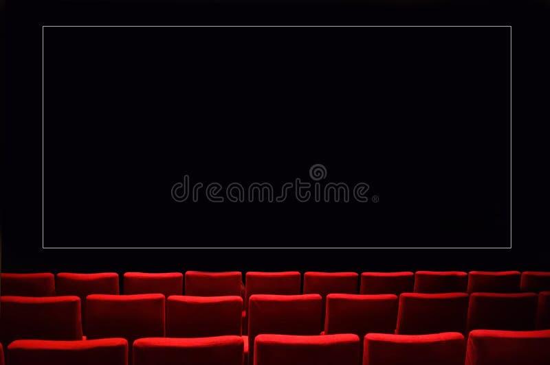 Cinema scuro vuoto della sala del teatro immagine stock libera da diritti