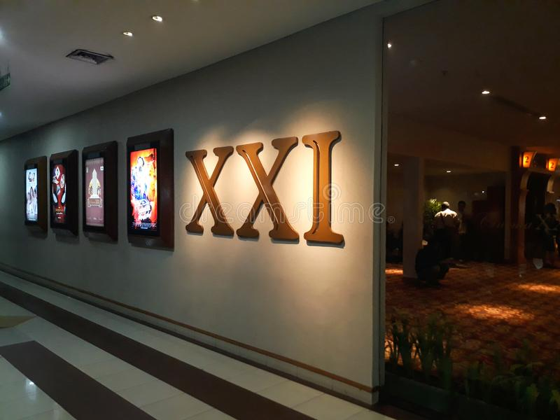 Cinema XXI dentro de um shopping 21 cinemas s?o a segunda - corrente a maior do cinema em Indon?sia imagens de stock royalty free