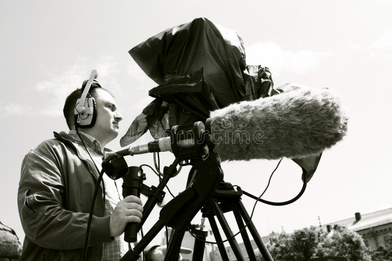 Cineoperatore che filma la scena immagine stock libera da diritti