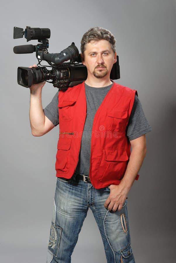 Cineoperatore in maglia rossa fotografie stock libere da diritti