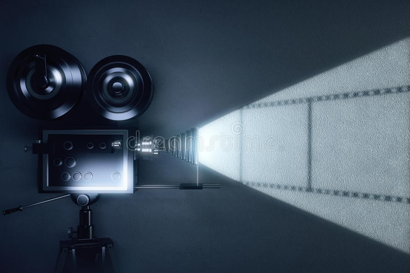 Cinepresa d'annata con la bobina del film sulla parete grigia fotografia stock