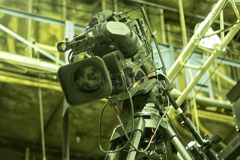 Cinepresa di televisione nello studio fotografia stock