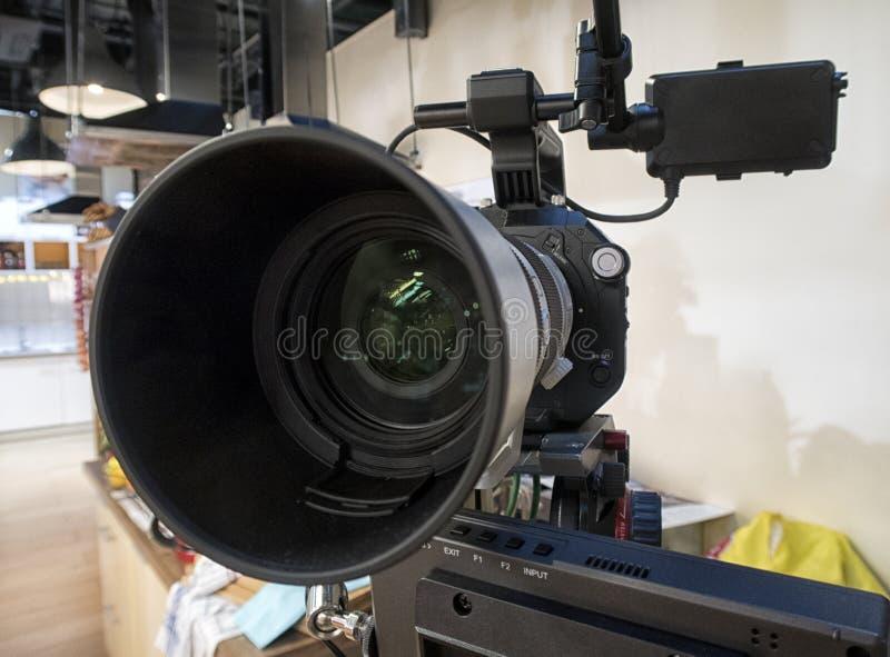 Cinepresa di televisione in uno studio fotografie stock