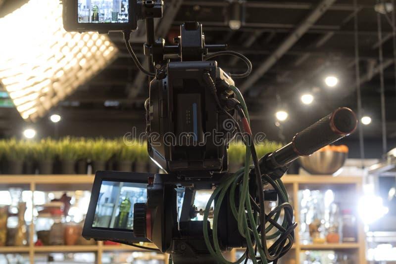 Cinepresa di televisione in uno studio immagini stock