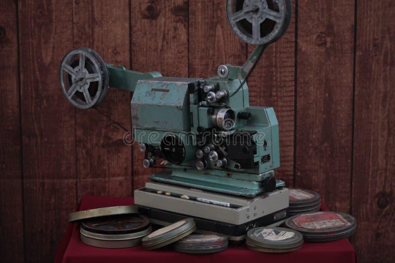 Cineproiettore con il film fotografie stock libere da diritti