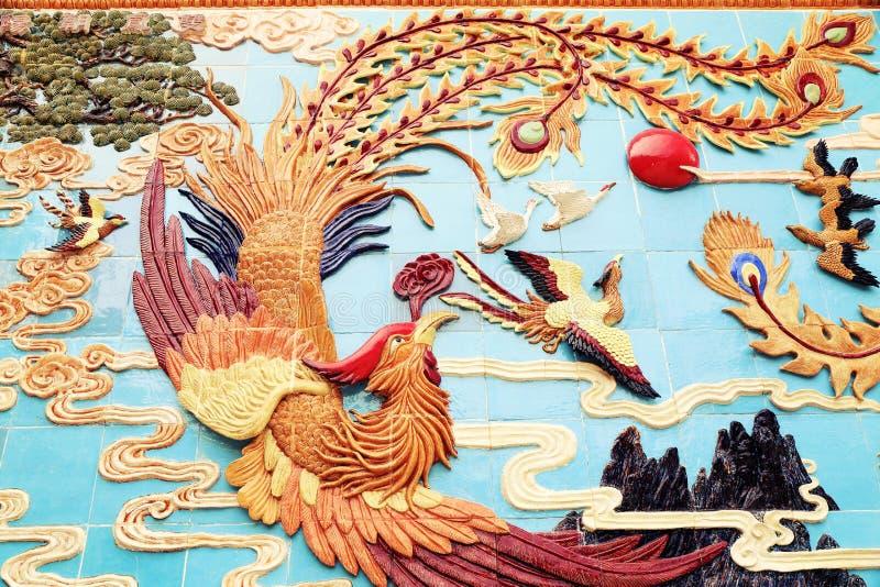 Cinese tradizionale Phoenix sulla parete, scultura classica asiatica di Phoenix fotografia stock