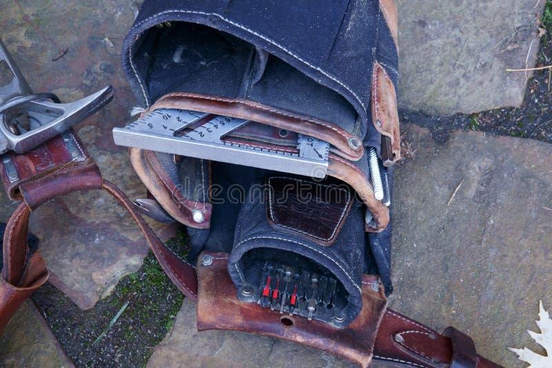 Cinghia dello strumento dei carpentieri in pieno degli strumenti fotografia stock libera da diritti