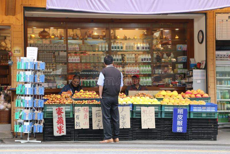 CINGJING-LANTGÅRD, TAIWAN - APRIL 10, 2015 royaltyfria bilder