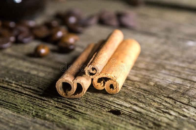 Cinnamon sticks with coffee grains royalty free stock images