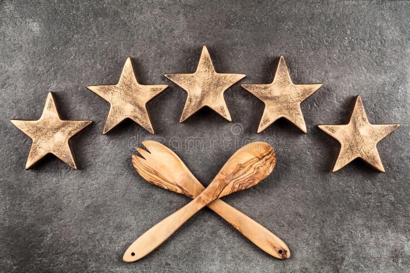 Cinq étoiles sur le fond foncé photo libre de droits