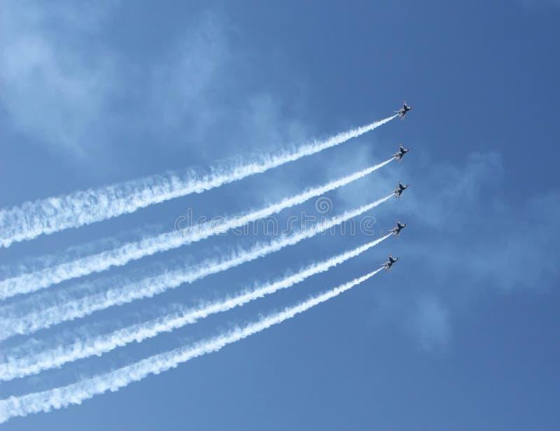 Cinq avions de chasse image stock