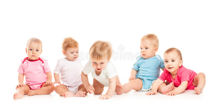 Cinq bébés d'isolement photos libres de droits