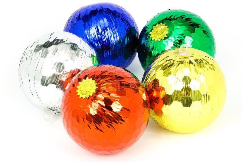 cinq boules colorées de Noël image stock