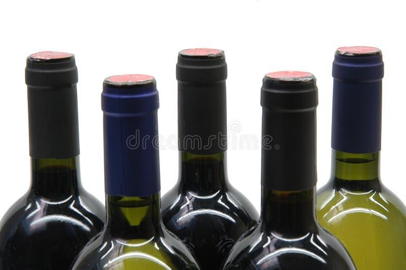 Cinq bouteilles de vin photographie stock libre de droits