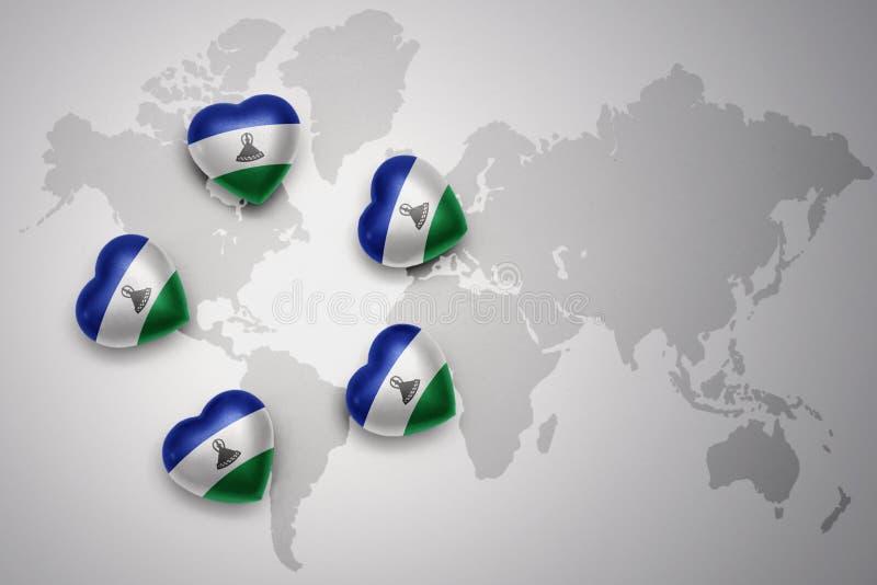 Cinq coeurs avec le drapeau national du Lesotho sur un fond de carte du monde illustration libre de droits