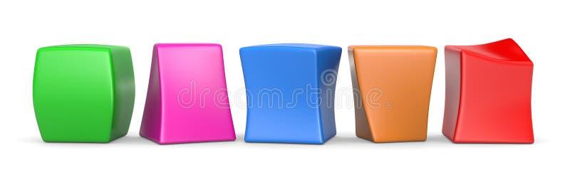Cinq cubes drôles vides colorés illustration libre de droits