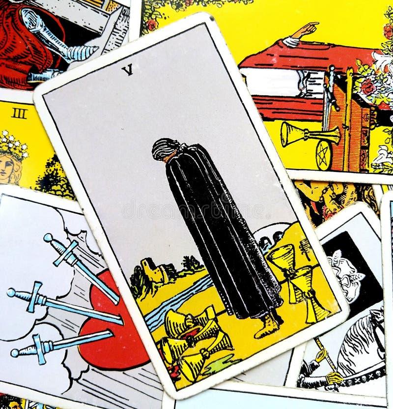 Cinq de coeur profond de deuil privé par traumatisme de peine de tristesse de désespoir de peine de perte de carte de tarot de ta illustration de vecteur