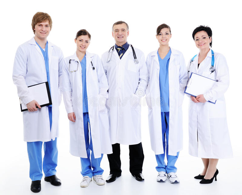 Cinq médecins riants heureux dans la robe d'hôpital image libre de droits