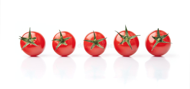 Cinq tomates-cerises photographie stock