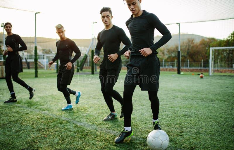 Cinq un stage de formation latéral d'équipe de football photo libre de droits