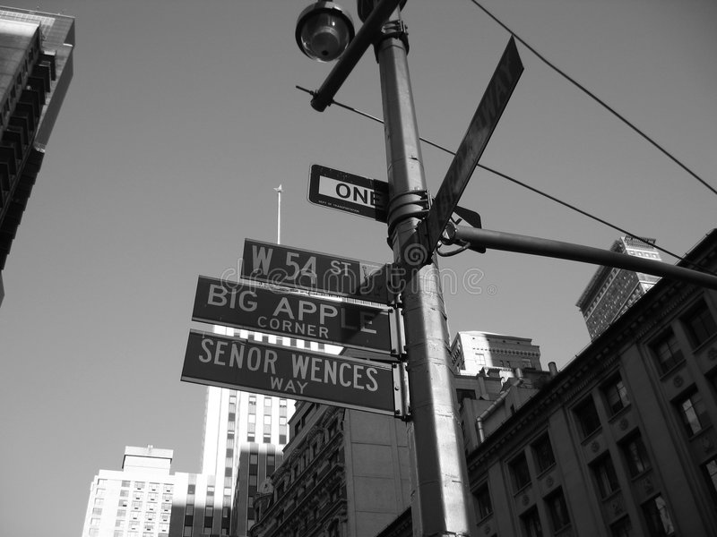 cinquantaquattresima via e nyc d'angolo dei segni del broadway fotografia stock